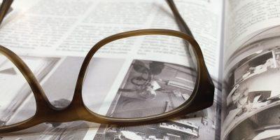 Tijdschrift met bril